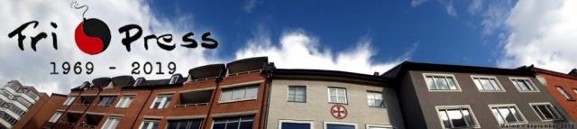 BILD: Himlen visar sig över hustaken på en smal gata i Malmö. Över bilden ligger Fri Press jubileumslogga med texten 'Fri Press 1969-2019'