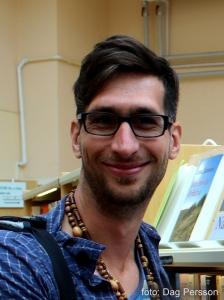 BILD: Birk Andersson på Tranås Bibliotek (mer glad än han måste:)