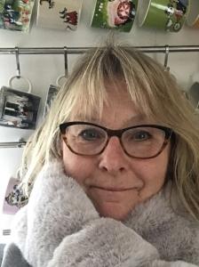 BILD: porträtt av Susanne Andréasson Nilsson i köksmiljö