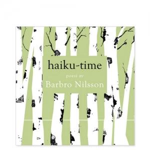 """Omslaget till """"Haiku-time"""" av Barbro Nilsson med stiliserade björkstammar mot ljusgrön bakgrund"""
