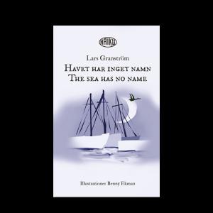 Omslaget till 'Havet har inget namn – haiku' av Lars Granström, med en bild av Benny Ekman i gråblå ton med några fartyg och en fågel