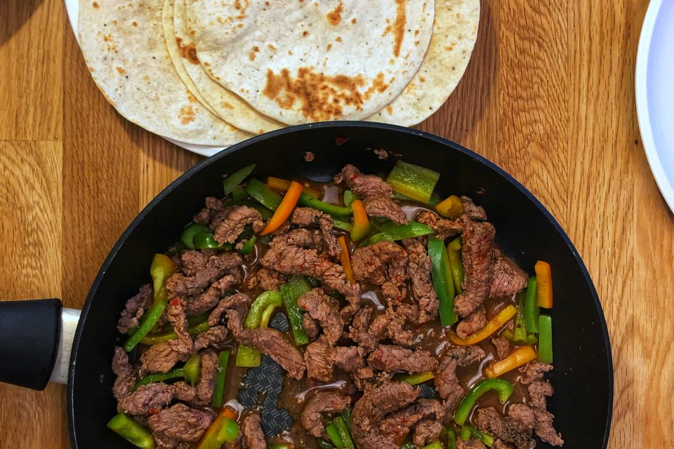 Fried sliced beef and bell pepper