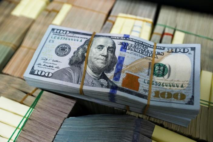 U.S. dollar notes are seen at a Kasikornbank in Bangkok, Thailand, May 12, 2016. REUTERS/Athit Perawongmetha