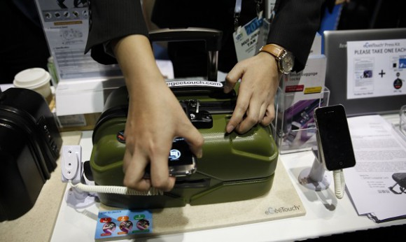 A NFC luggage lock for your phone