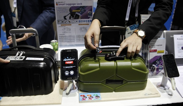 eGeeTouch luggage ces unveiled