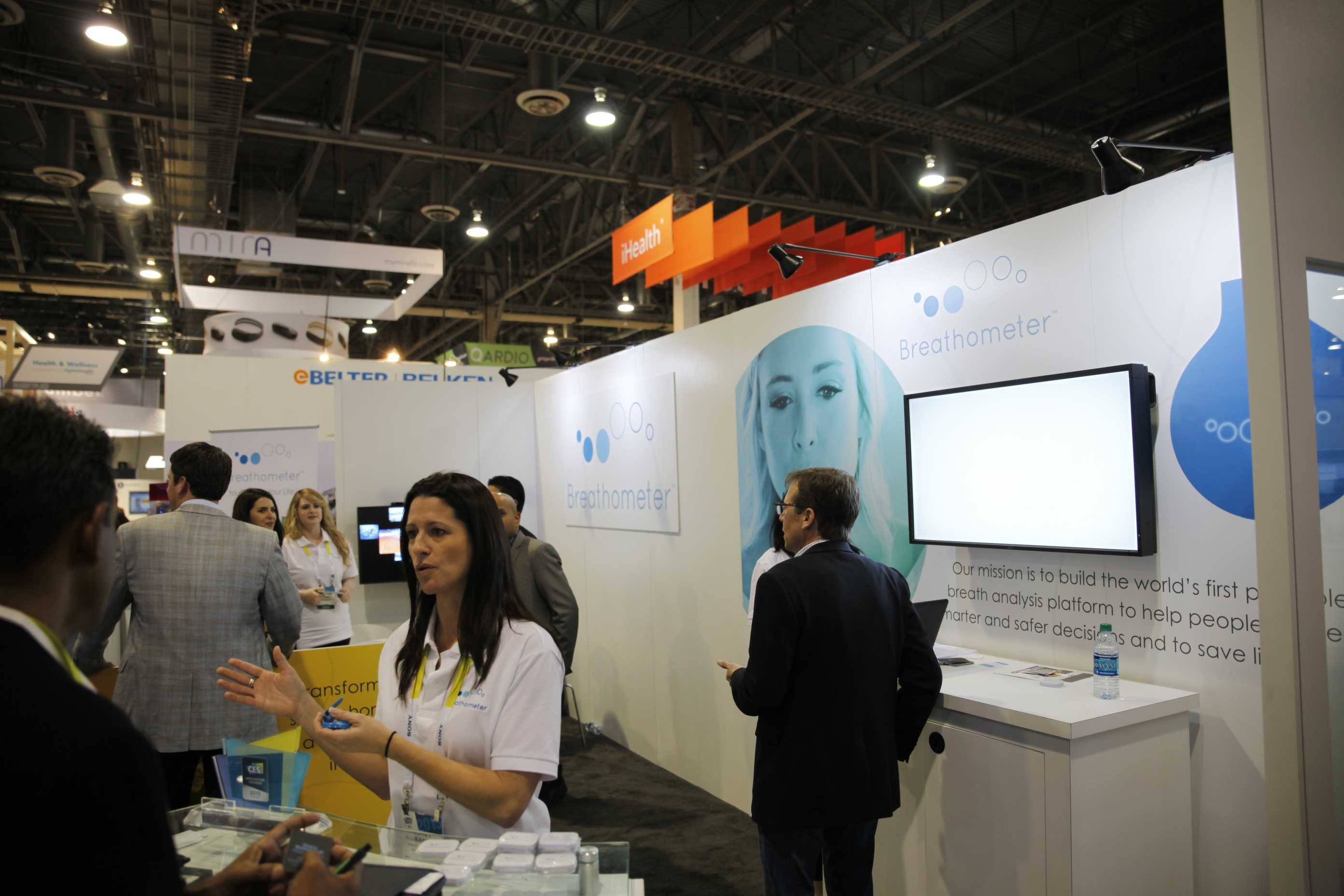 Breathometer mint CES 2015 booth