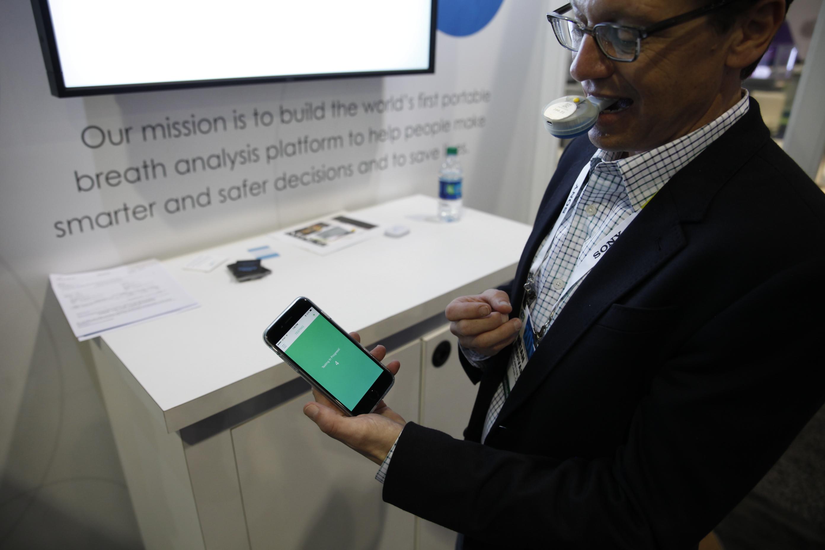 Breathometer mint CES 2015 demonstration prototype