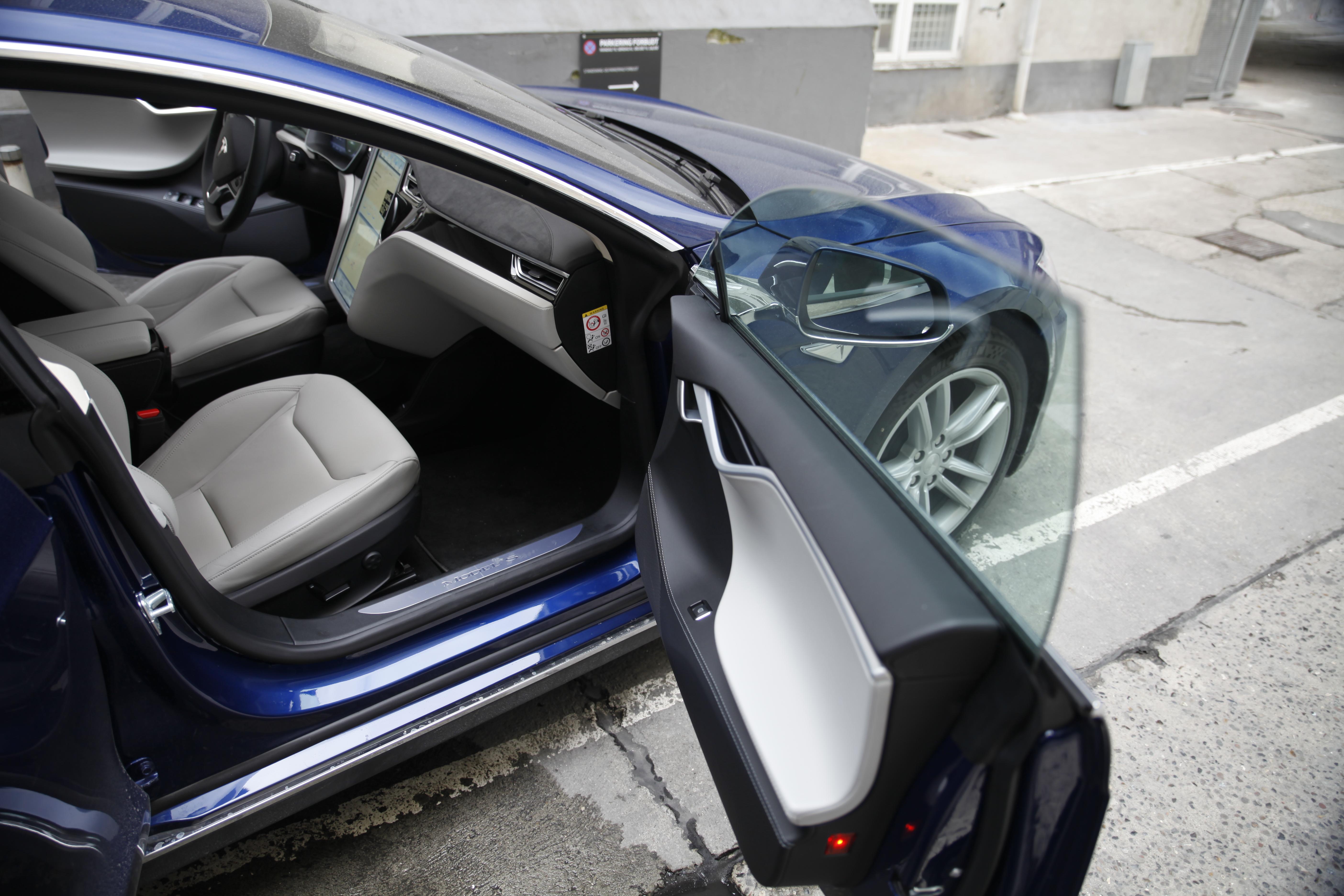 tesla model s 70d car door open blue