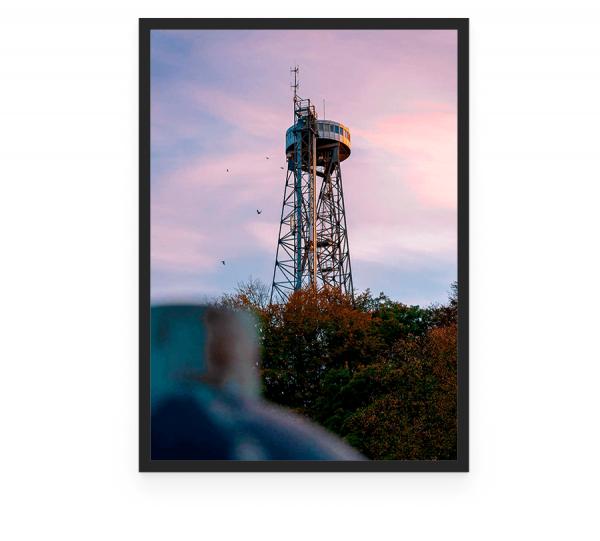 Aalborgtårnet er et 55 meter højt tårn i Aalborg, som blev opført i 1933 i forbindelse med Nordjysk Udstilling. foto og plakat af Aalborg og kunst af Nordjylland Speciel lavet plakat i mange størrelser og unikke størrelser og motiver af Aalborg, Frederikshavn og Nordjylland