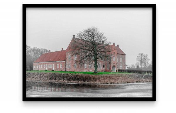 sæby slotsgaard Herregårdsmuseet Sæbygård – Sæby, renæssanceslottet Sæbygård Sæbygaard er en herregård i Volstrup Sogn ved Sæby, Grøn træ omgivet af slot