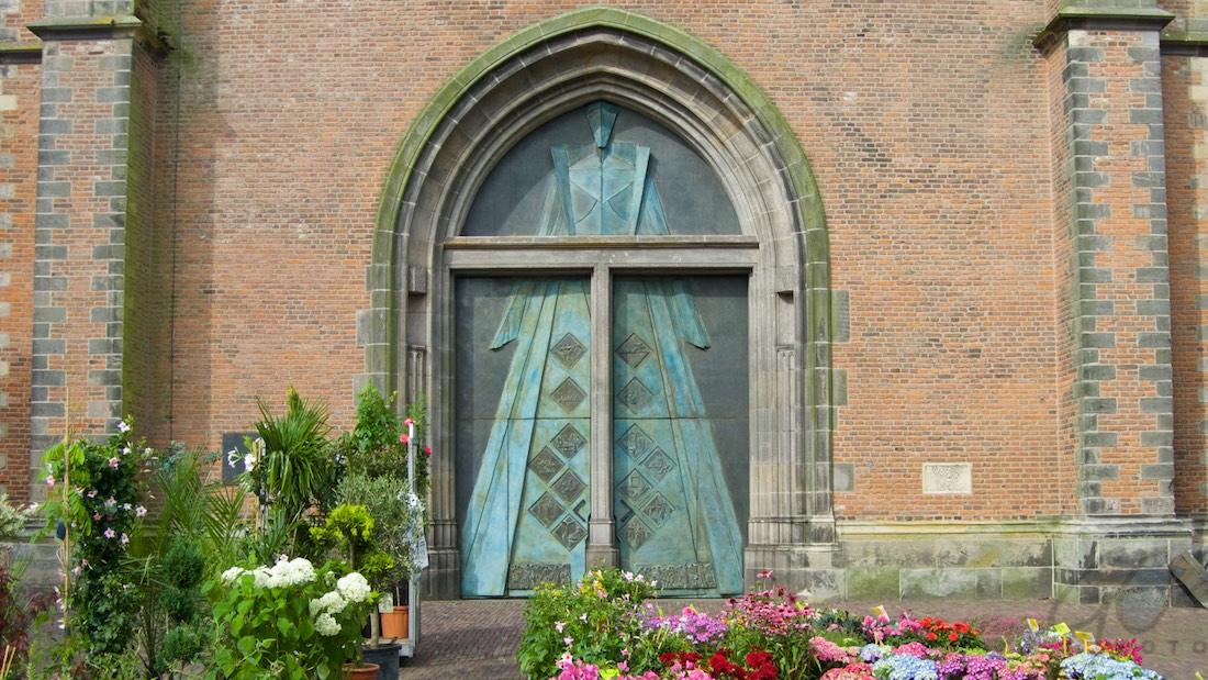 Danspasjes voor een foto-expositie in de kerktoren