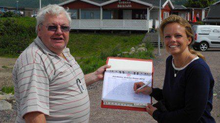 Hamnvärd: Bertil bokar in gästbåt från Lanskrona. Foto: R Larzén