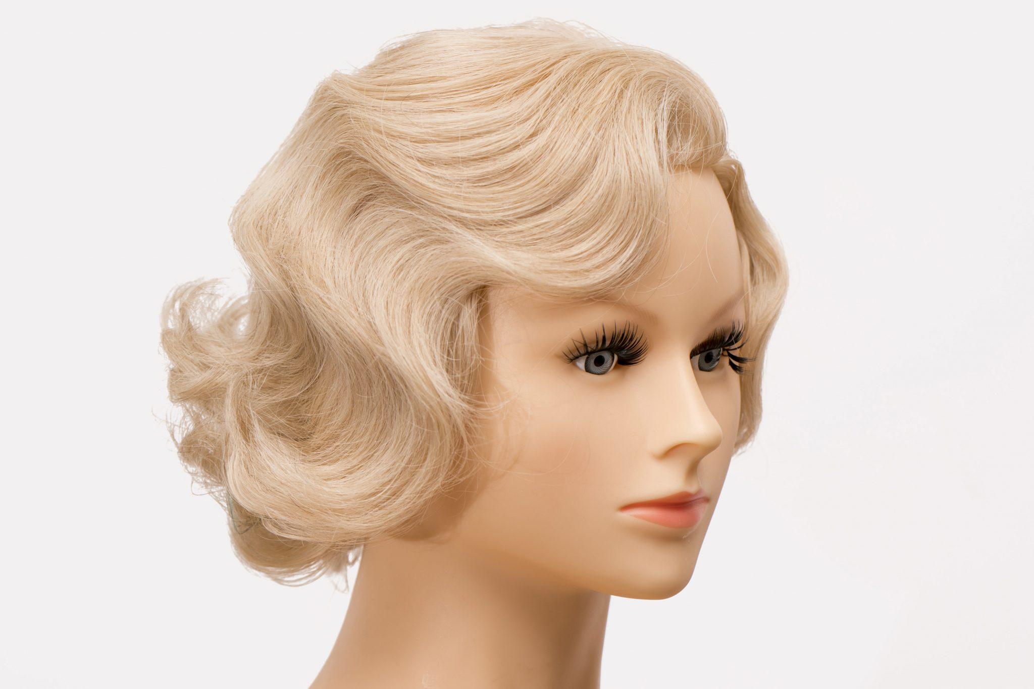 Til denne fotooptagelseopgave blev der valgt at bruge frisørhoveder, i stedet for levende modeller, for at fokus ville være på frisurerne og hvordan teknikken skulle være, frem for på modellen.