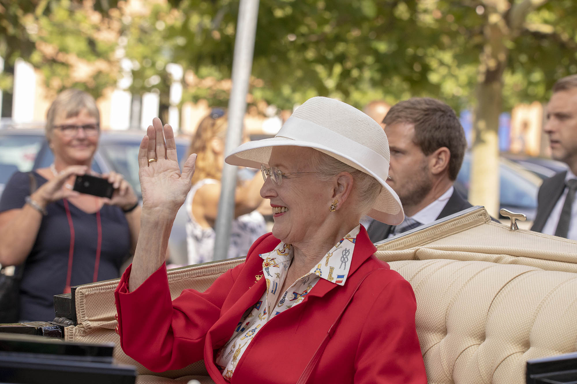 Dronning Margrethe   Maritimt klædt dronning i Svendborg