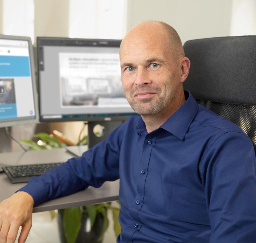 Stig Bing fremstiller grafisk materiale