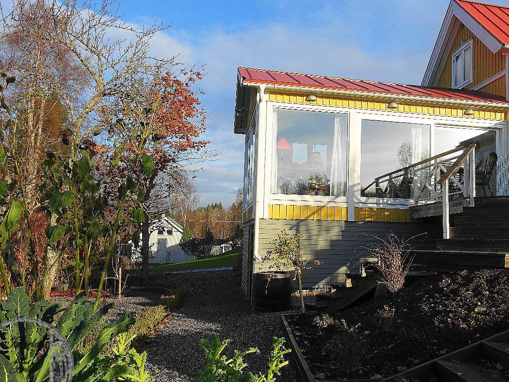 Så underbart härligt att äntligen vara klar med ett projekt. Nu måste det bara växa!! Vinterträdgården för liv och lust - för te och citron!