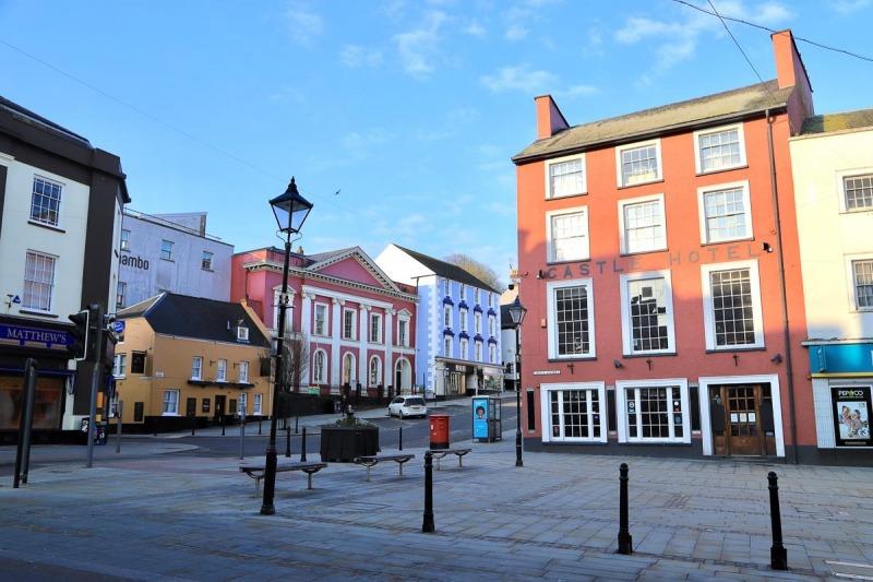 Castle square and Castle Hotel