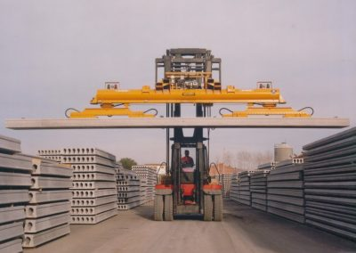 Lifting hollowcore slabs, hollowcore production