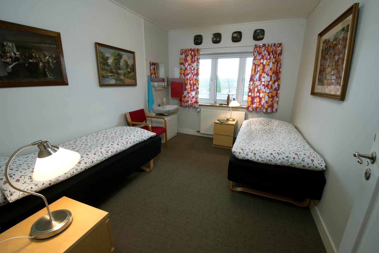 Dobbeltværelse, bad og toilet på gangen