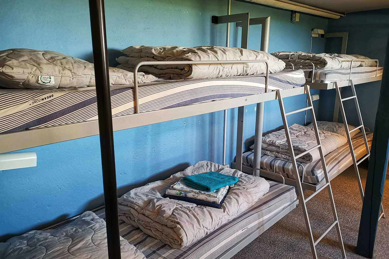 Hotel Lolland sovesal, behagelige senge og godt med plads