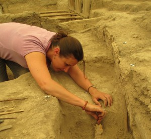 Lifting fragile remains uncovered during excavation.