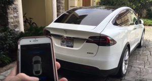 De summon functie verschijnt binnenkort op de Tesla's