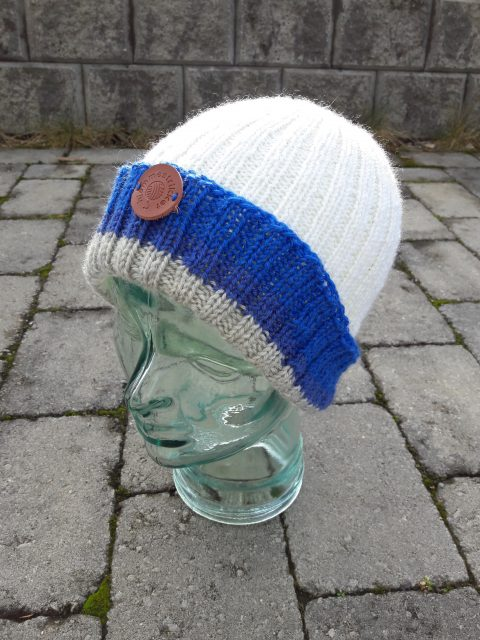 Hat knitted with different dye lots