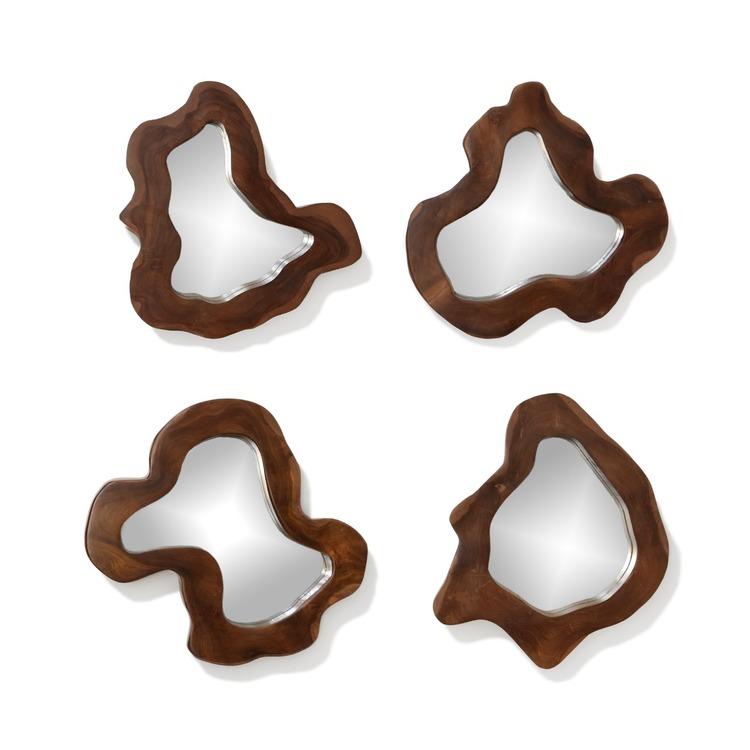 Fyra speglar med träram i oregelbunden form