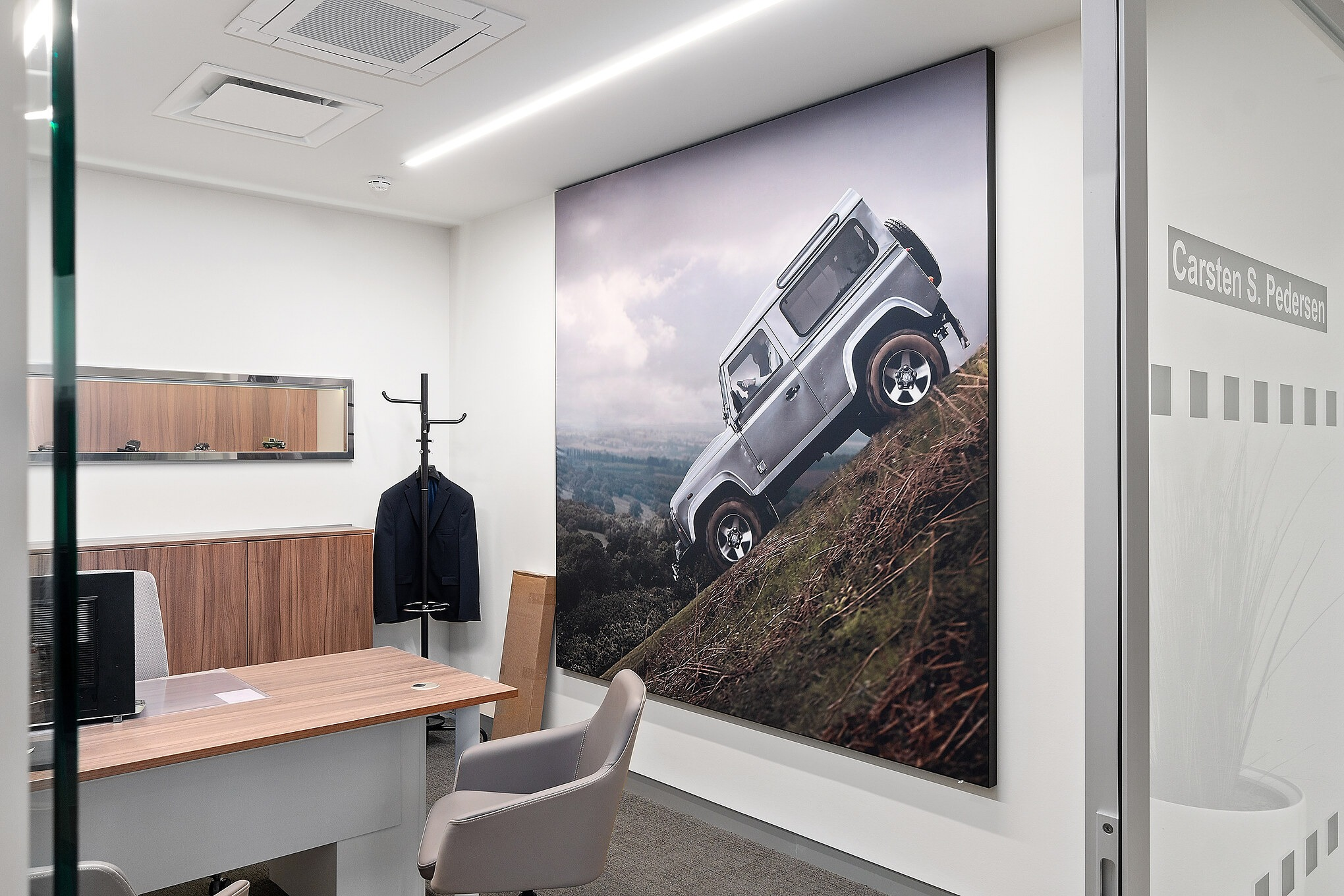 Acoustic picture of Land Rover hanging on the wall of an office at British MotorGroup Søborg. Acoustic picture by Intelligent Space (INSP)