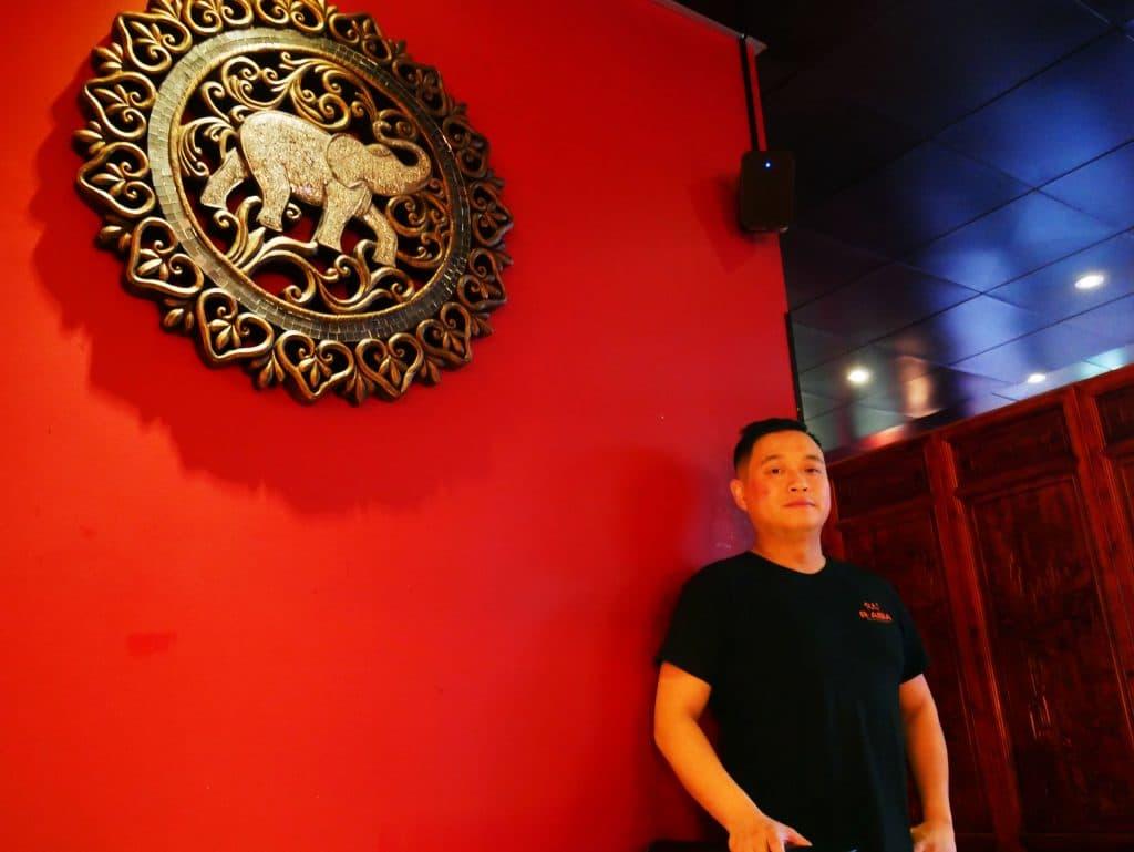 R Asia restaurangägare