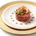 Tartaar van rundsvlees met crème van soja en gel van sesam