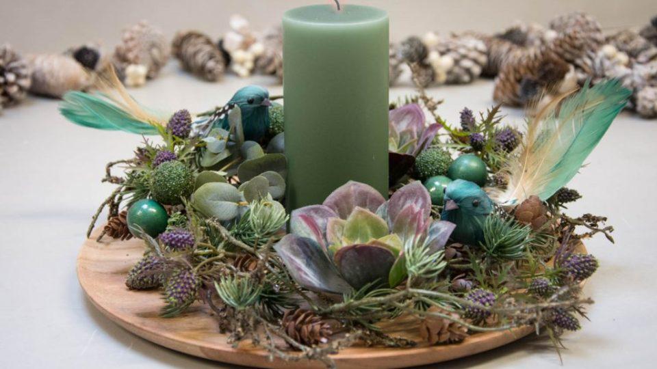 Juledekoration-2017-grønt-bloklys-og-gran-eucalyptus-blade-og-husløg