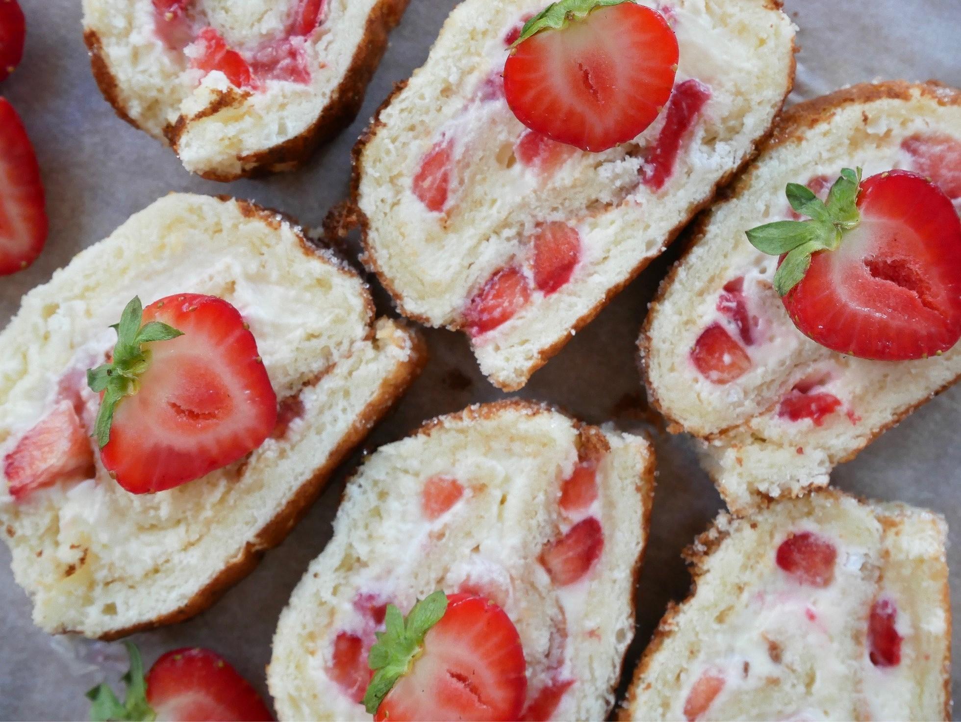 Glutenfri rulltårta med jordgubbar