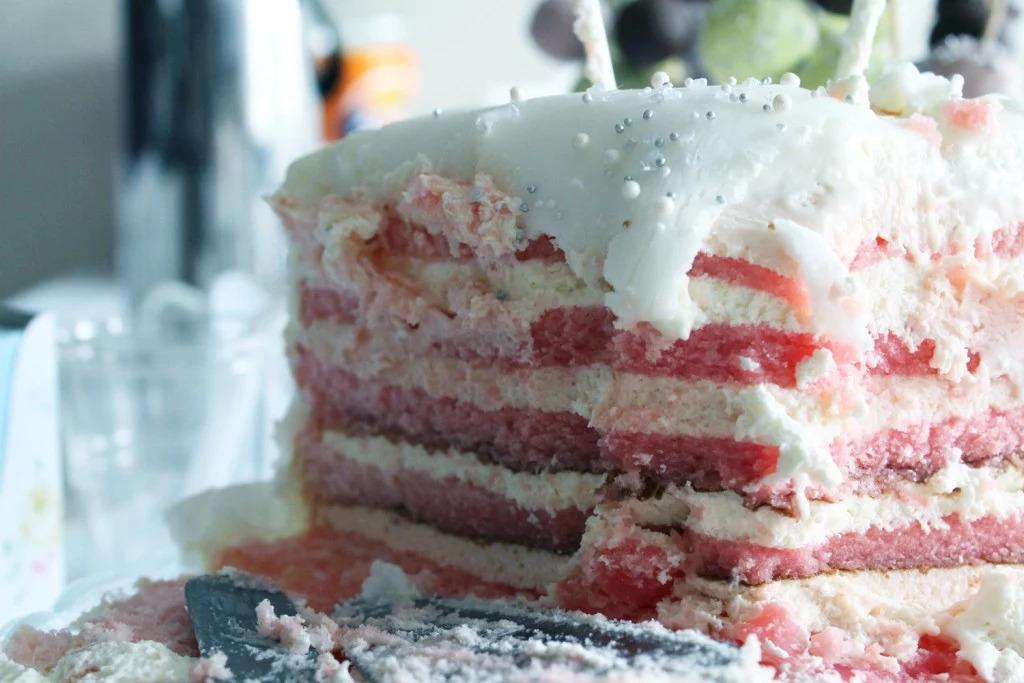 Glutenfri tårta fylld med ahlgrens bilar-fyllning
