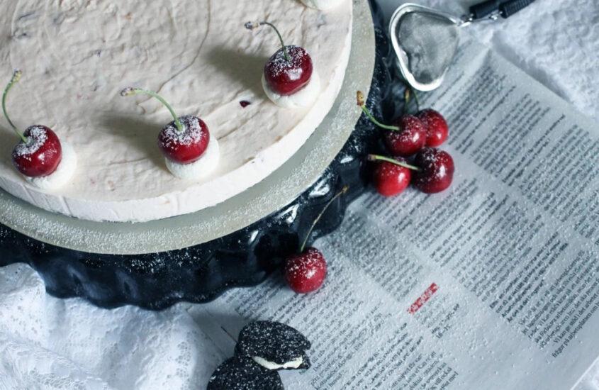 Glutenfri körsbärs- & vaniljcheesecake med oreo botten