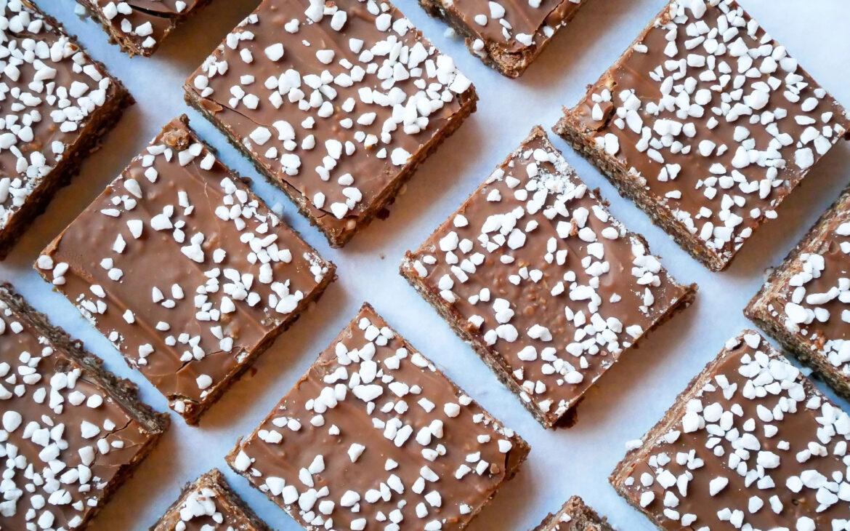 Glutenfria chokladbollar i långpanna