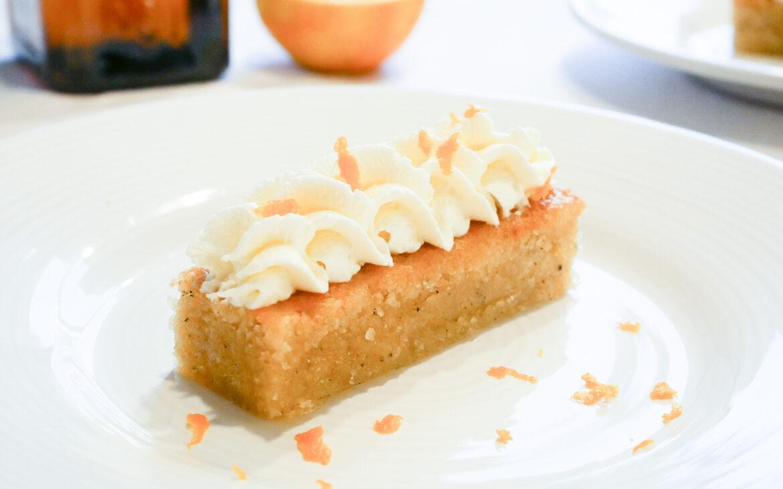 Glutenfri mandelkaka med cointreaugrädde