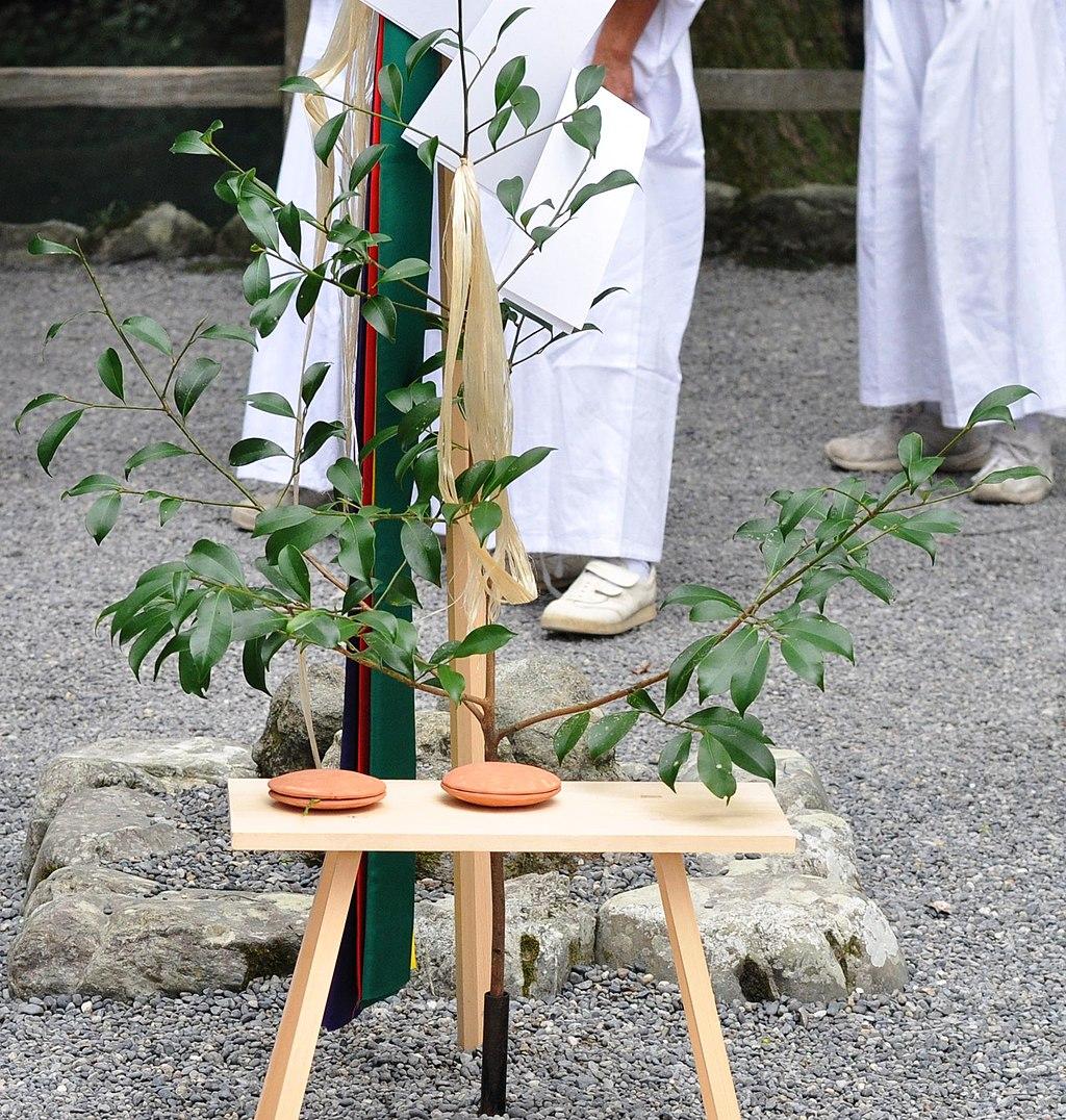 1024px-Oonusa_traditional_in_the_Geku_of_Ise_Grand_Shrine