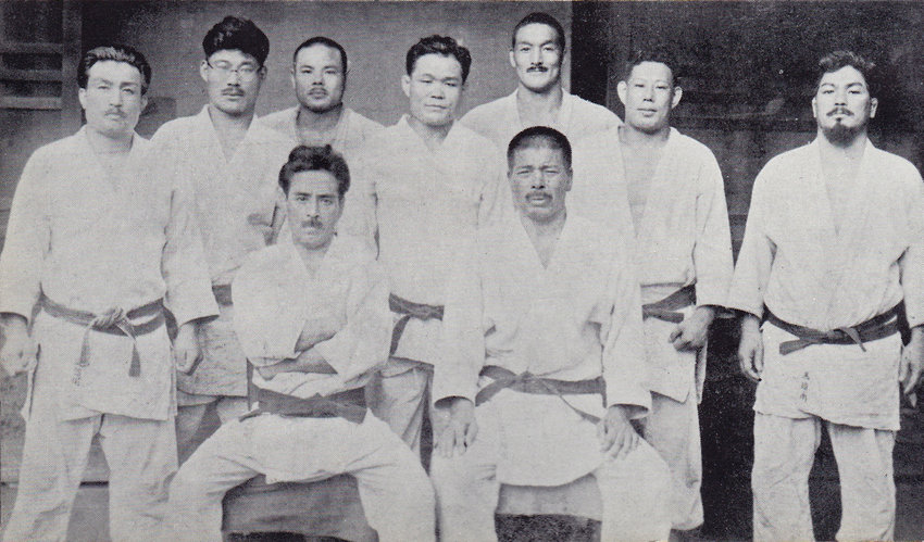 19 Historic picture depicting in the front row from left to right Mifune Kyuzo sanchuanjiuzang