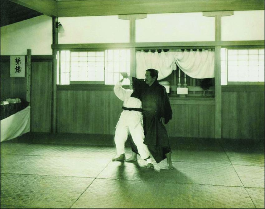 Kano Jigoro shihan tori with Yamashita Yoshitsugu shanxiayishao 1865 1935 7 th dan later 10