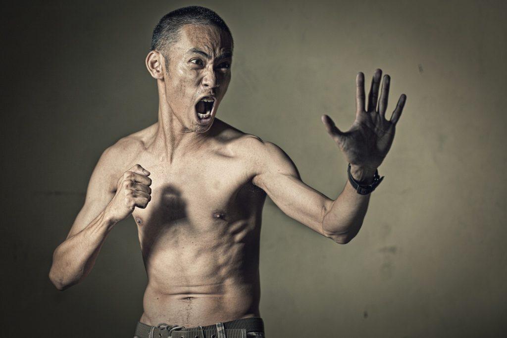 man in a fighting stance t20 j1BZPz