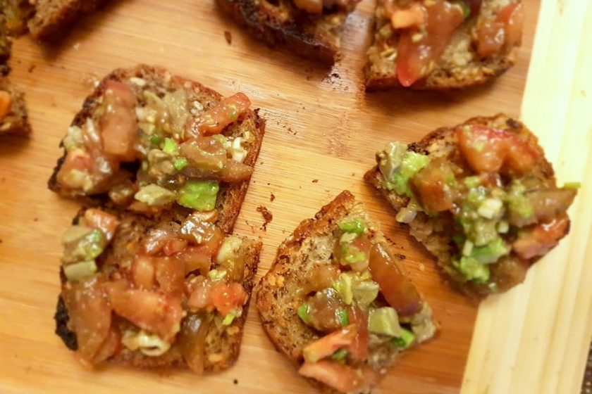 1 20180109 212057 840x560 - Pomysł na kolację/śniadanko - maślane tosty z salsą z pomidorów i awokado