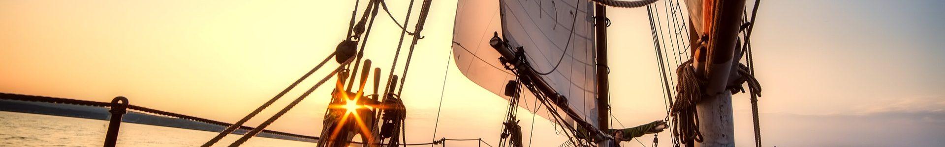 sailing 2542901 1920 1920x300 - Wino pod żaglami - winnice Dalmacji