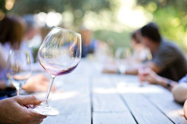 wineglass 553467 1920 600x400 - Szkoła Sommelierów - Kurs wiedzy o winie