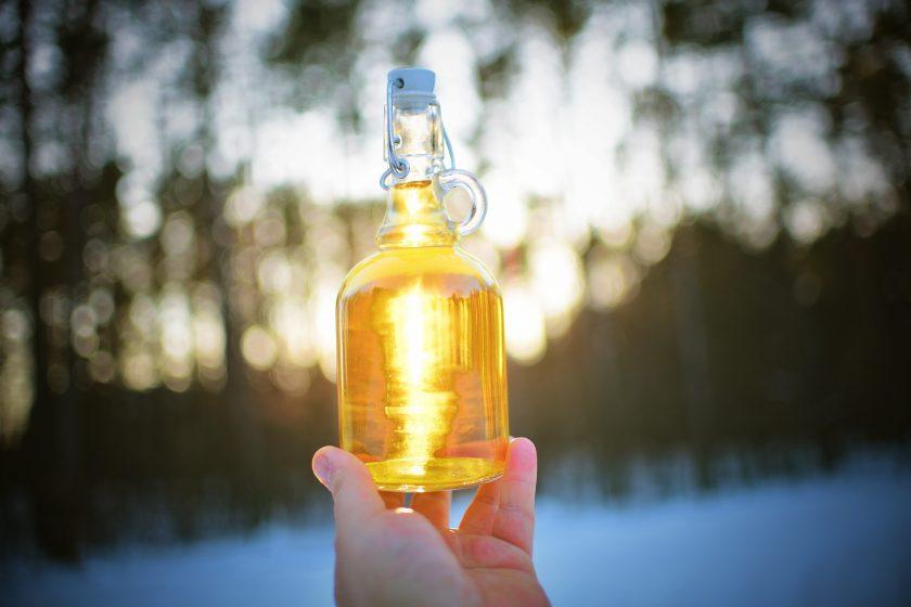 bottle 3405616 840x560 - Nalewka na miodzie i białym winie