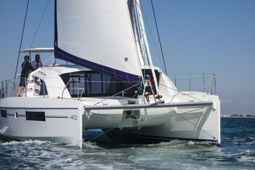 catamaran 737722 840x560 - Katamaranem po winnicach Dalmacji