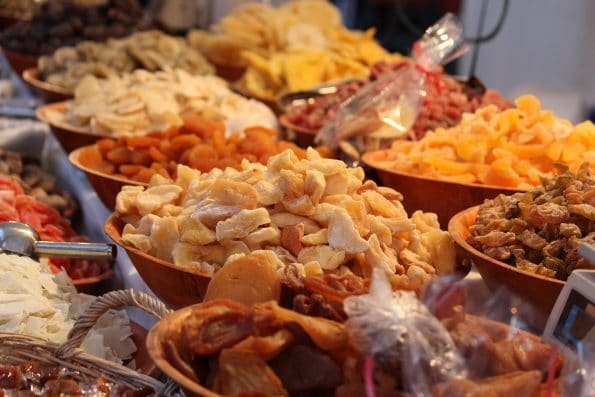 dried fruit 1665744 1920 595x397 - Przekąski i wino