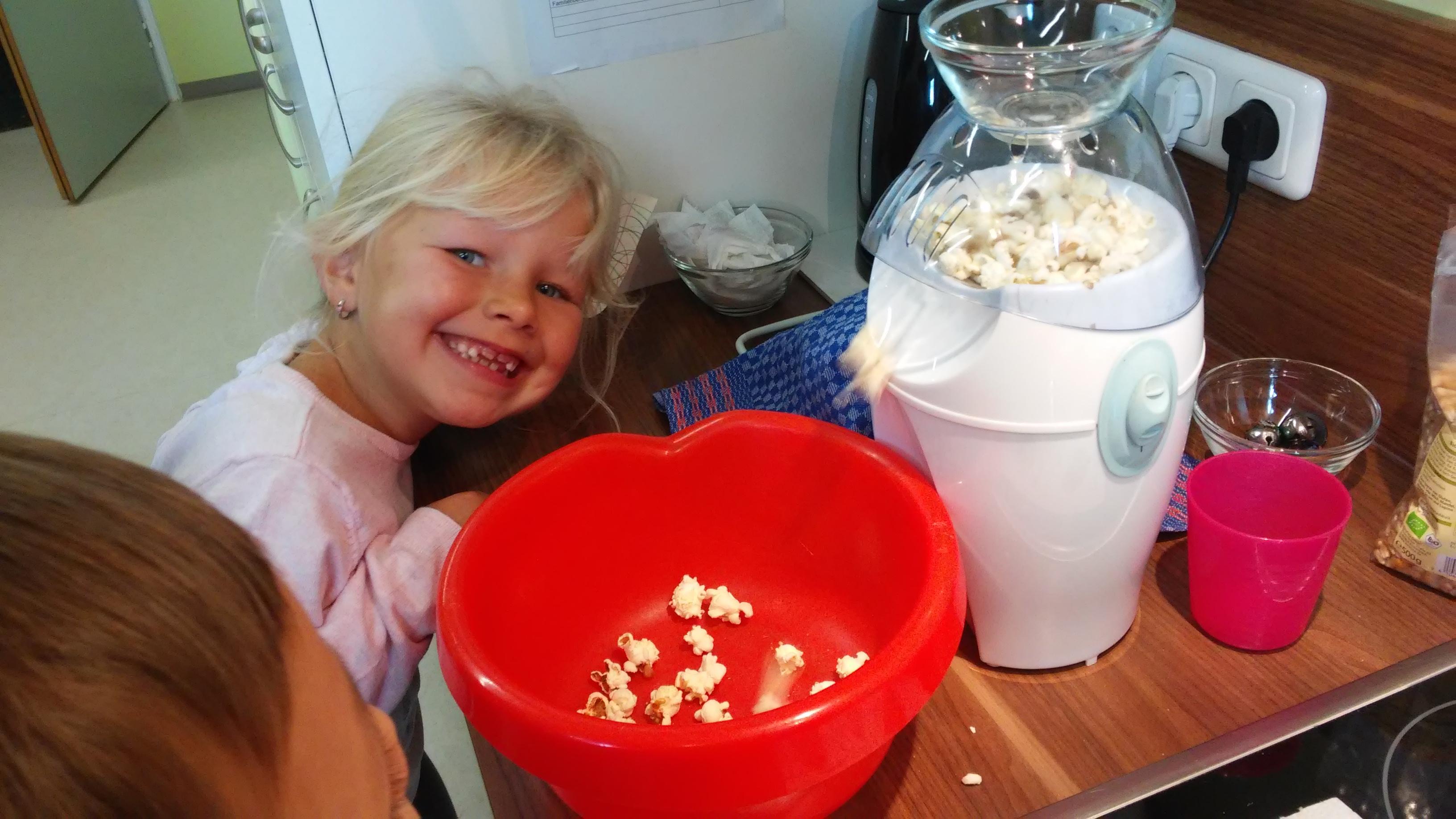 """Kinderhort """"Bunte Kleckse"""" Raisting - Popcorn und Film"""