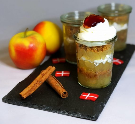 Rezept für gammeldags æblekage – altmodischer Apfelkuchen (dänisches Dessert)