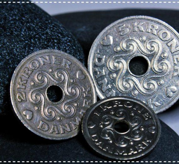Hvad er det? Warum haben dänische Münzen ein Loch?